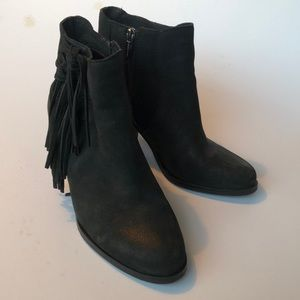 Vince Camuto Suede Fringe Tassle Heel Booties shoe